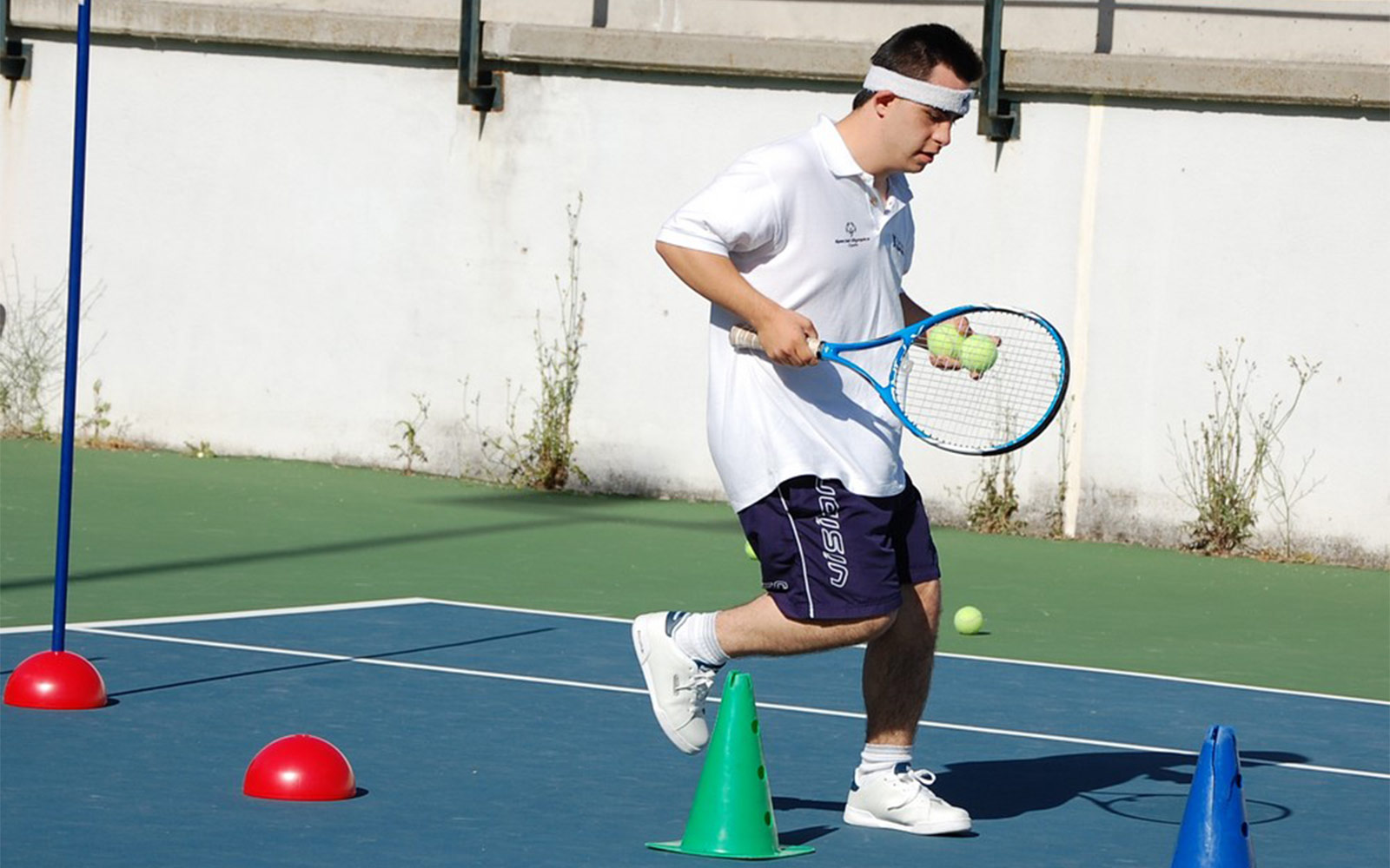 A player training in one of the tennis courts form El Plantío