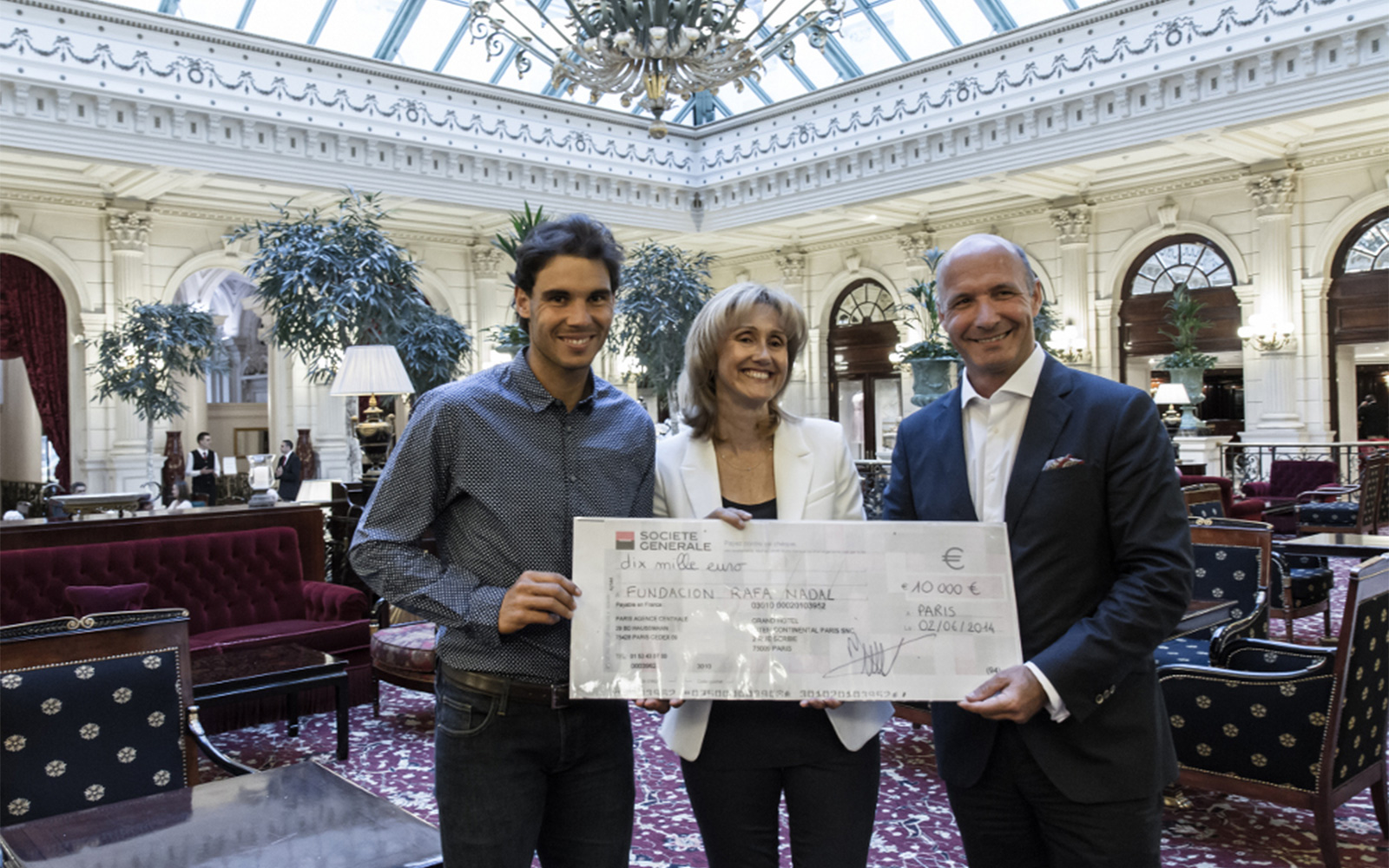 InterContinental Hotels Group gave a check for the value of ten thousands Euros to Rafael Nadal and Ana Maria Parera